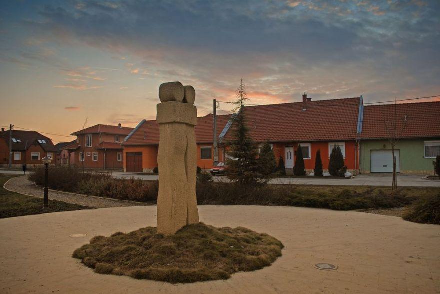 Testvérvárosok emlékműve Szigetvár 2008.