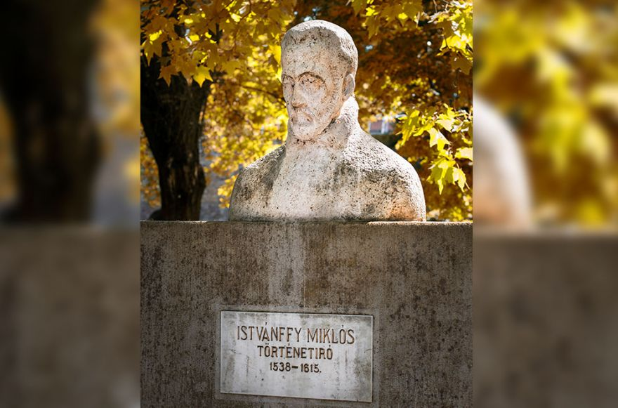 Istvánffy Miklós történetíró mellszobra