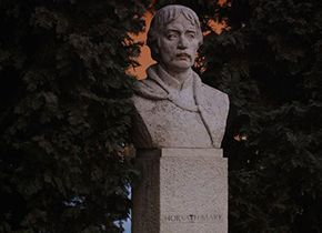 Mark Horvath Kapitäne Statue
