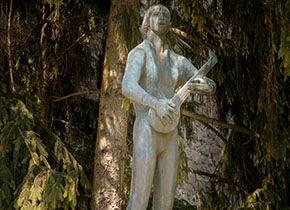 Statue of Tinódi Lantos Sebestyén